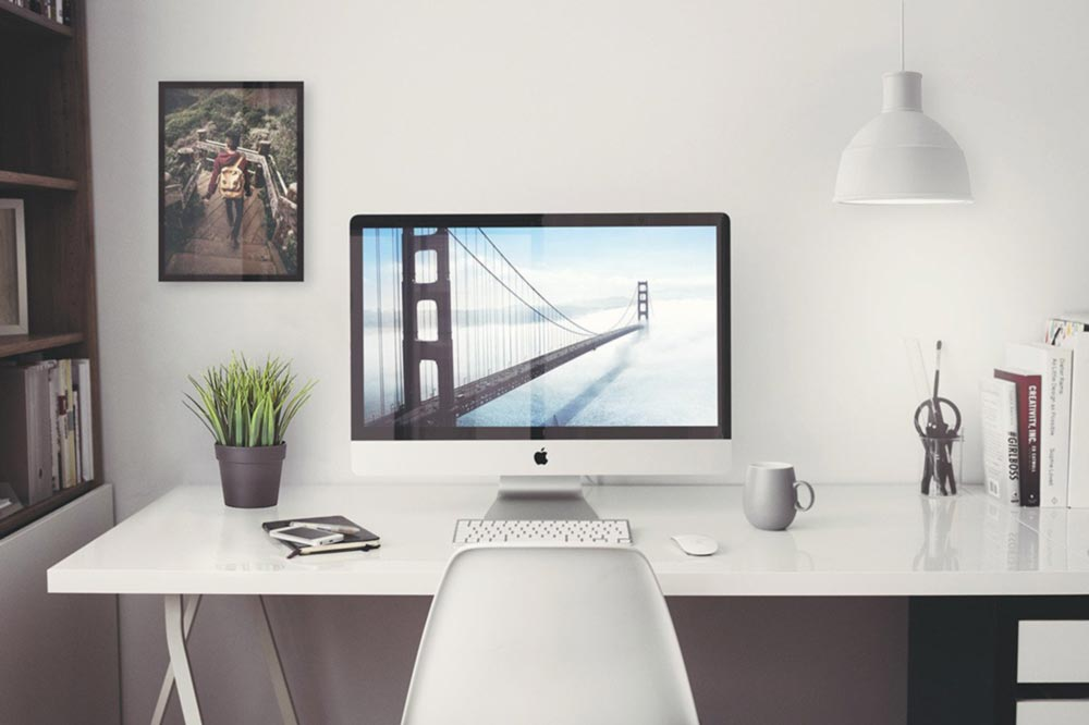 Free iMac in Home Office Mockup
